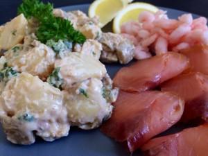 Kartoffelsalat med peanutbutter og aubergine