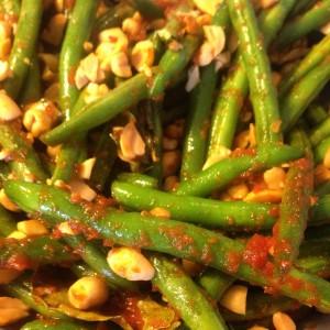 Grønne bønner med rød karry pasta