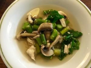 Kyllingesuppe med asparges og champignon