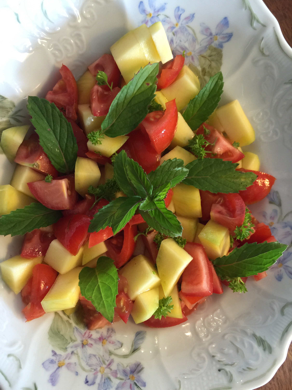 Mango og tomat salat