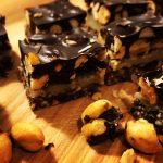 Konfekt med marcipan, orangesmag og peanuts